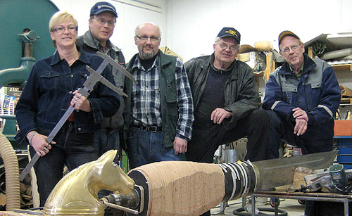 Työryhmä puolivalmiin kauhavalaisen kanssa. Arja Gräsbeck, Pauli Kankaanpää, Timo Lauri, Altti Kankaanpää ja Mikko Visti.